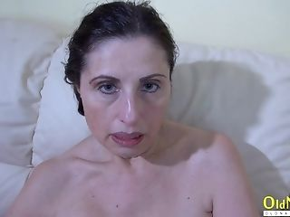 Older Matures Lady Got So Horny She Sticked Fucktoy Into Her Hairy Senior Vagina