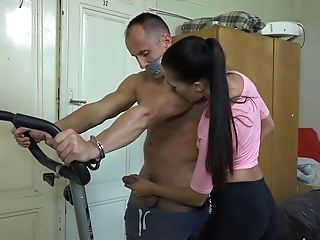 Nice Dark Haired Eveline Delay Makes Her Friend Jizz By A Tugjob
