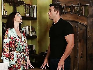 Attractive Masseuse Silvia Saige Gives Lucky Man A Good Footjob In Salon