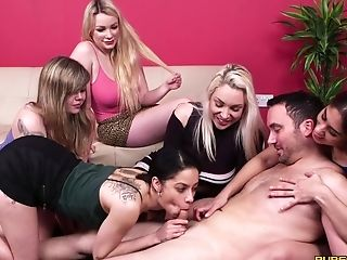 Mind-blowing Honeys Team Up To Suck A Dick Of A Very Lucky Stranger