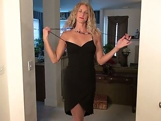 Long-legged And Tall Blonde With Suntan Lines Zoe Marks Plays With Her Nasty Fuckbox